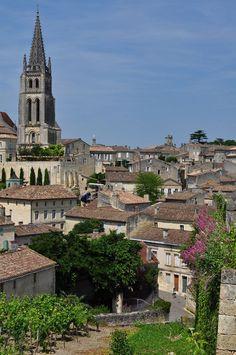 France Travel Inspiration - Vue générale de Saint-Emilion, Libournais, Gironde, Guyenne, Aquitaine, France. | par byb64