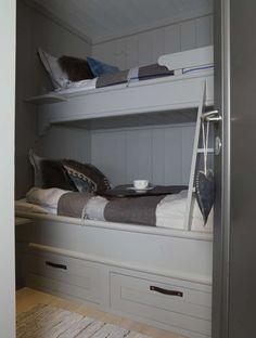 Sängarna gråmålade