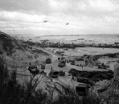 Vierville-sur-Mer. Le trafic du port artificiel Mulberry A avant la tempête du 19 juin 1944.