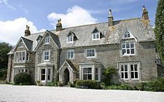 Molesworth Manor Padstow In attractive gardens, in an area of outstanding natural beauty, just 2 miles from the pretty fishing port of Padstow, this beautifully converted former rectory dates back to the 17th century.