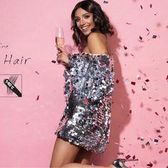 Az AFROline glitter szál, egy vékony, könnyű csillámos póthaj hajfonáshoz, hajhosszabbításhoz. Egyszerűen rögzíthető fonott hajba belefonva kiegészíti, díszíti a fonott frizurát, kiengedett hajba csomózásos technikával, vagy mikrogyűrűs hajrögzítéssel diszkrét csillogást, eleganciát, vagy fiatalos vidám frizurát kölcsönöz. Egy csomag tartalma: 20 gramm, (kb.:60 szál) teljes hosszában 120 cm, félbehajtva 60-60 cm hosszú póthaj. Sequin Skirt, Sequins, Glitter, Skirts, Collection, Fashion, Moda, Fashion Styles, Skirt