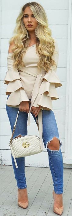 What a statement blouse Chic Outfits, Fall Outfits, Fashion Outfits, Fashion Trends, Love Fashion, Fashion Looks, Womens Fashion, Style Fashion, Spring Summer Fashion