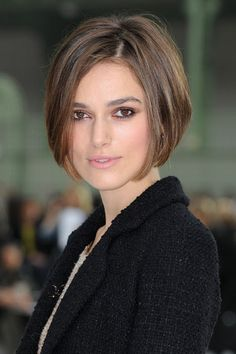 Pictures of Keira Knightley Short Bob Hairstyle. Get hairstyles ideas and inspiration with Keira Knightley Short Bob Hairstyle. Bob Haircuts For Women, Haircuts For Fine Hair, Short Bob Haircuts, Short Hair Cuts For Women, Short Hairstyles For Women, Hairstyle Short, Short Cuts, Haircut Short, Haircut Styles