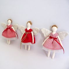 Fabric, delicate fairies in red, well-dressed in 3 red shades and the wings are with soft beige floral fabric. Christmas Decorations, Christmas Ornaments, Holiday Decor, Felt Dolls, Floral Fabric, Well Dressed, Fairies, Wings, Delicate