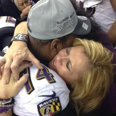 (these are the real people that the film Blind Side was based on.) Pride: Leigh Anne Tuohy posted this picture of her hugging Michael Oher immediately after the Ravens Super Bowl win on Sunday Michael Oher, Super Bowl Wins, Super Bowl Xlvii, The Blind Side, Broken Home, Birth Mother, Adoptive Parents, American Football, Memphis