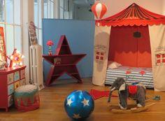 Photo idée déco chambre garçon 2 3 4 5 6 7 8 ans thème cirque enfant blog lit étagère en forme d'étoile commode tapis lampe