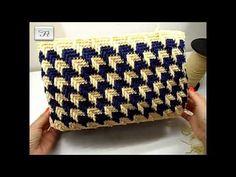 In questo tutorial la FataTuttofare ci mostra come realizzare una borsa 4 stagioni. Utilizzando un set giroborsa con fondo da 36 cm, ha usato poi due cordini... Make Up Tutorial Eyeshadows, Make Up Tutorial Contouring, Crochet Case, Crochet Stitches, Crochet Patterns, Macrame Jewelry Tutorial, Macrame Purse, Crochet Handbags, Crochet Purses