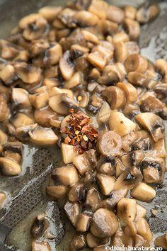 mamaliga-cu-spanac-si-ciuperci-4 Romanian Food, Black Eyed Peas, Beans, Vegetables, Vegetable Recipes, Beans Recipes, Veggies