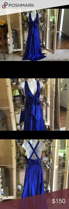 "VINTAGE VALENTINO INTIMO 1970'S ROYAL BLUE GOWN VALENTINO INTIMO FOR NIEMAN MARCUS LINGERIE LINE EARLY 1970'S  THIS BEAUTIFUL ROYAL BLUE ELEGANT CLASSY NIGHTGOWN FEELS LIKE LUSCIOUS SILK BODY JUST FLOWS !          I ABSOLUTELY LOVE THIS ONE !             SIZE SMALL BUST 38""  HIPS 42""   LENGTH 48"".                                                        EXCELLENT CONDITION IT DOES NOT LOOK LIKE IT HAS BEEN WORN            💯% POLYESTER # 78393     EOP RN 16396 Intimates & Sleepwear Pajamas"