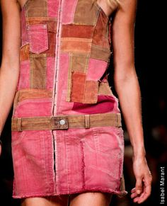 Denim Patchwork the colours complement well Denim Fashion, Boho Fashion, Fashion Outfits, Reuse Clothes, Denim Patchwork, Patchwork Dress, Denim Ideas, Ideias Diy, Altered Couture