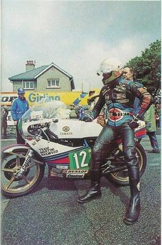 The one and only Mike Hailwood and his Martini Racing Yamaha Old School Motorcycles, Racing Motorcycles, Vintage Motorcycles, Grand Prix, Honda Cb, Valentino Rossi, Hummer, Motorcycle Style, Classic Bikes