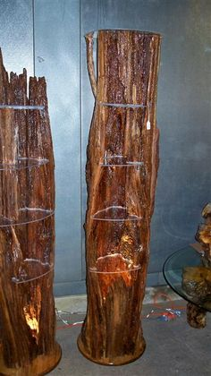 Now this is interesting- Hollow Log Shelves. With glass shelves and lighting! Floating Glass Shelves, Glass Shelves Kitchen, Wooden Projects, Wood Crafts, Rustic Wood, Rustic Decor, Dressing Table Glass, Articles En Bois, Madeira Natural