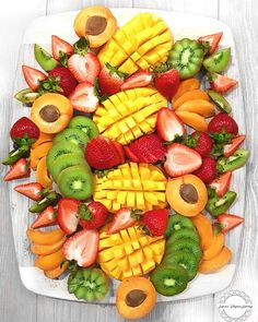 Party Food Platters, Food Trays, Veggie Tray, Veggie Platters, Healthy Halloween Snacks, Healthy Snacks, Fruit Buffet, Raw Food Recipes, Healthy Recipes