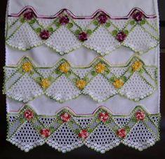 Pano de prato,com barradinho em croche,apliques de flores e folhas em croche  cores a escolher  valor unitario R$ 42,00