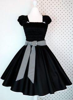 Miri von kitsch nation erstellt wirklich zuckersüße Rockabilly Swing Kleider und verkauft diese in ihrem kleinen Laden in Neukölln und natürlich in ihrem Online Shop.