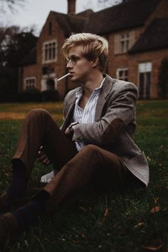 """I don't think you're allowed to smoke on campus. Beautiful Boys, Beautiful People, Donna Tartt, Spencer Hastings, The Secret History, How To Pose, Preppy Style, Pose Reference, Look Fashion"