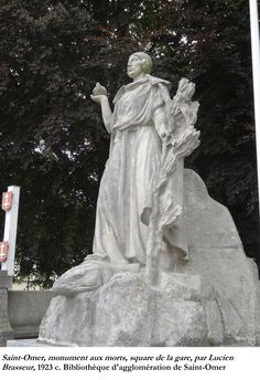 Saint-Omer a souhaité un projet ambitieux en lançant un concours.  Le troisième projet remporta l'adhésion.  Intitulé «La France victorieuse» personnifiée par une figure féminine tenant une colombe et foulant aux pieds le «monstre des carnages humains».