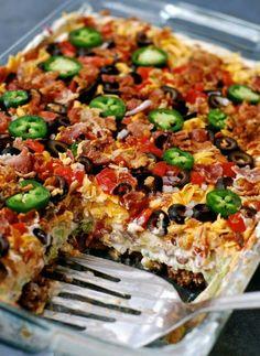 LAYERED TACO SALAD {IN A CAKE PAN} <3 http://chindeep.com/2016/02/23/layered-taco-salad-in-a-cake-pan/