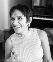 """Com o show """"Simplesmente Silvia"""", a pianista Silvia Goes sobe ao palco do Sesc Consolação no dia 30, às 19h, com entrada Catraca Livre. A apresentação integra a programação do projeto """"Instrumental Sesc Brasil""""."""