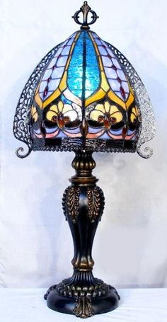 Tiffany Stained Glass Lamp. #StainedGlassLamps #tiffanylamps