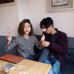 Find images and videos about couple, korean and asian on We Heart It - the app to get lost in what you love. Couple Ulzzang, Ulzzang Girl, Cute Korean, Korean Girl, Couple Goals, Parejas Goals Tumblr, Poses References, Korean Couple, Fashion Couple