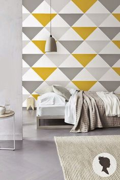 Uma parede de acento geométrico geomteric triângulo colorido 10 super easy geometric wall painting ideas using Silk Glamor interior emulsion paints for walls from Berger. Bedroom Wall, Bedroom Decor, Bed Room, Inspiration Wand, Room Wall Painting, Painting Designs On Walls, Mural Wall Art, Accent Wall Colors, Accent Walls