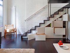 meubles sous escalier sur mesure- placard, penderie et tiroirs de rangement