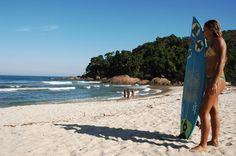 Praia Itamambuca, Ubatuba Como faz parte do circuito internacional de surfe, Itamambuca recebe competições e muita gente jovem em seus 4 quilômetros de areia. O Rio Itamambuca precia ser atravessado por alguns turistas para chegar à praia.