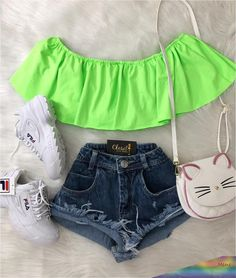 May 2020 - La imagen puede contener: 1 persona, pantalones cortos Cute Comfy Outfits, Cute Casual Outfits, Swag Outfits, Mode Outfits, Pretty Outfits, Stylish Outfits, Teenage Outfits, Teen Fashion Outfits, Outfits For Teens