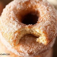 This old fashioned donut recipe creates cake donuts that have a perfectly crispy exterior and cakey interior. Donut Muffins, Doughnut Cake, Baked Donuts, Doughnuts, Old Fashioned Cake Donut Recipe, Old Fashioned Donut, Donut Recipes, Dessert Recipes, Desserts