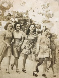 My mother (middle) stuntin' in the Philippines with her sisters and friends, 1970's : OldSchoolCool