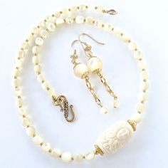 Lorelei: Mother of Pearl Necklace Set – Earth and Moon Design
