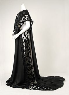 Negligée House of Worth (French, Designer: Jean-Philippe Worth (French, Date: 1908 Culture: French Medium: silk Dimensions: Length at CB: 83 in. Harry T. 1900s Fashion, Edwardian Fashion, Vintage Fashion, Gothic Fashion, Edwardian Era, Emo Fashion, Vintage Gowns, Vintage Lingerie, Vintage Outfits