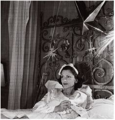 Gabrielle Chanel at her villa La Pausa in 1938 with stars and comets on her bed headboard Coco Chanel 1920s, Coco Chanel Mode, Chanel Nº 5, Mademoiselle Coco Chanel, Perfume Chanel, Coco Chanel Fashion, Chanel Brand, Chanel Couture, Vintage Chanel