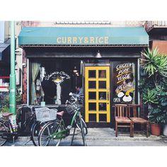 """最近わたしの中で熱い街永福町。その中でも西永福は個人的カレーの聖地ではないかっ!?と思うくらい美味しいお店があります🍛✨ とくに""""ウミネコカレー""""は美味しい上にお店のイラストをオカタオカさんが描かれているという最高ーなお店なのです____🖌  #ウミネコカレー #カレー#uminecocurry  #curry #spice #food #lunch #nishieifuku"""