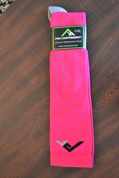 Pro Compression Socks Workout Inspiration, Fitness Inspiration, Run 3, Races Outfit, Sport Clothing, Varicose Veins, Running Motivation, Sport Outfits, Spider