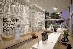 Interior sala de ventas CANVAS Showroom, Architecture, Table, Furniture, Home Decor, Contemporary Architecture, Architectural Firm, Den Room, Retail Space