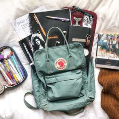 whats in my bag! i have had my frost green classic kanken for just over a year now and its honestly my best friend, it comes with Mochila Kanken, Backpack Essentials, School Essentials, Cute Backpacks, School Backpacks, My Bags, Purses And Bags, What's In My Backpack, Aesthetic Backpack