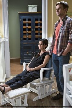 Rachel Bilson as Zoe Hart. navy Hatch overalls, and Birkenstock Gizeh Sandals. Zoe Hart, Hart Of Dixie Wade, Zoe And Wade, Shows On Netflix, Movies And Tv Shows, Wade Kinsella, Wilson Bethel, Red Band Society, Victoria Secret Outfits