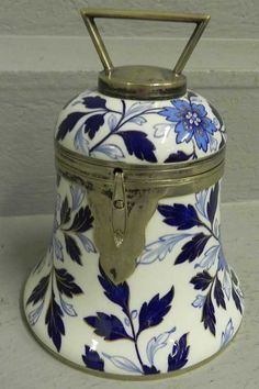 Lot: 118: Blue and white porcelain biscuit jar., Lot Number: 0118, Starting Bid: $50, Auctioneer: Langston Auction Gallery, Auction: ESTATE AUCTION, Date: October 9th, 2011 CEST