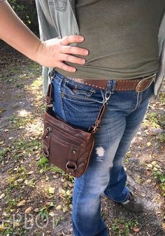 I use two purses on a daily basis - one gray, and one brown. The gray can transform from a cross-body bag to either of two hip bag styles,. Sewing Hacks, Sewing Projects, Hip Bag, Cloth Bags, Fashion Bags, Crossbody Bag, Wallet, Diy, Clothes