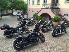 """An diesem Wochenende hatten wir wieder """"Boliden"""" und deren stolze Besitzer zu Gast. Es gab einen Harley Davidson Treff im Kloster Hornbach. Die Pfalz ist immer einen Ausflug wert!"""
