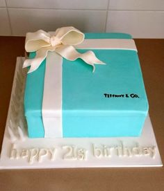 tiffany & co birthday theme   This 21st birthday cake is perfect for a girly girl! Made by Erin ...