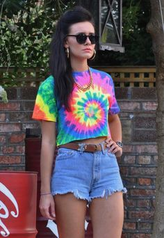 New spiral neon tie dye t shirt crop top 2969 from gone retro neon party Outfits Casual, Tie Dye Outfits, Rave Outfits, Fashion Outfits, Diy Crop Top From T Shirt, Tie Dye Crop Top, Fashion Kids, Fashion Models, Pride Outfit