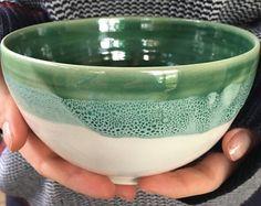 tazón de cerámica hecha a mano  aqua y blanco