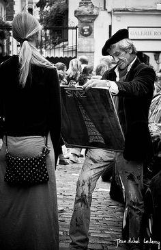 Street artists in Montmartre #montmartre #paris #hotelmontalembert