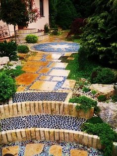 Fresh Weg mit Travatin und Kieseln mediterraner Garten von Neues Gartendesign by Wentzel