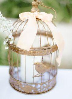 Such a sweet centerpiece...love the vintage feel! @whiteivory @taylordeventstg #weddinginspiration