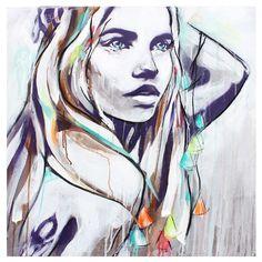 Hannah Adamazek/ Ce tableau moderne, avec son dessin de femme, est juste ravissant et apportera de la chaleur, de la féminité, de la douceur à votre intérieur. <br /> Avec sa longue chevelure, son regard perçant et lumineux, son visage légèrement enfantin, le dessin de cette femme, réalisé sur une toile et en édition limitée, génère beaucoup d'émotion. <br /> Les couleurs utilisées, le gris, le blanc, le vert, l'orange, sont harmonieuses et procureront une jolie touche de déco colorée à…