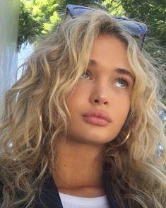 Messy and wavy hair like a siren # wavy hair # messy Long Curly Hair hair messy siren Wavy Hairstyle Curly, Curly Hair Cuts, Messy Hairstyles, Pretty Hairstyles, Curly Hair Styles, Messy Wavy Hair, Blonde Curly Hairstyles, Haircut Wavy Hair, Natural Wavy Hairstyles